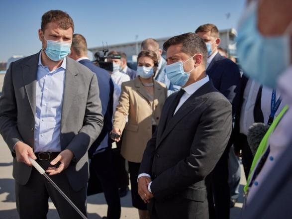 Президенту в Одесской области показали реконструкцию аэропорта