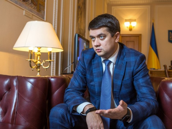 Разумков встретился с представителями ФЛП, протестующими второй день подряд