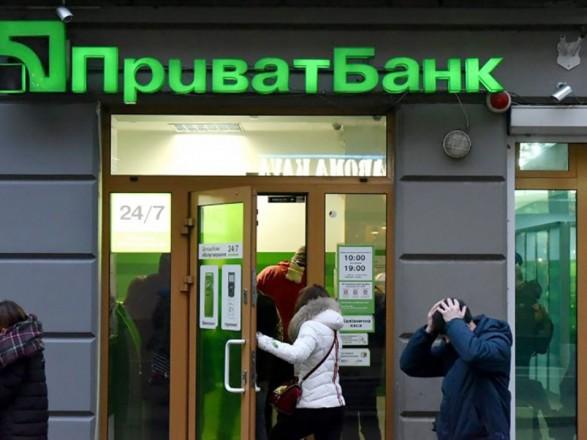 Правительство сняло ограничения зарплаты для членов правления ПриватБанка, Укрэксимбанка и Ощадбанка