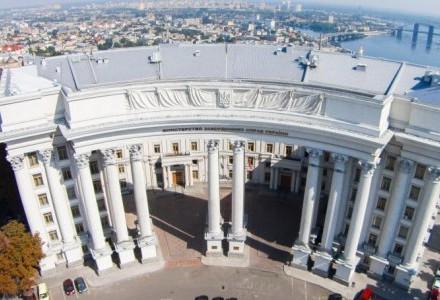 """Деркач через суд хочет заставить МИД заявить ноту протеста за """"вмешательство"""" из Штатов"""