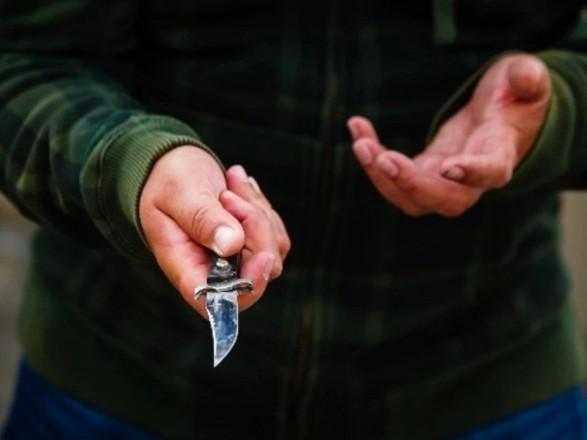На Оболони 23-летний парень порезал ножом товарища
