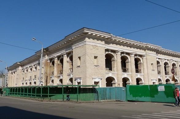 В КГГА заявили, что правительство затягивает передачу Гостиного двора в коммунальную собственность
