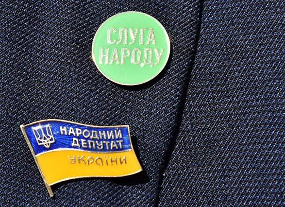 """Народный депутат из """"Слуги народа"""" заявил о выходе из партии"""