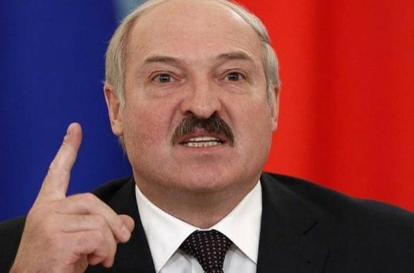 Лукашенко ответил на предложение Макрона добровольно уйти с должности
