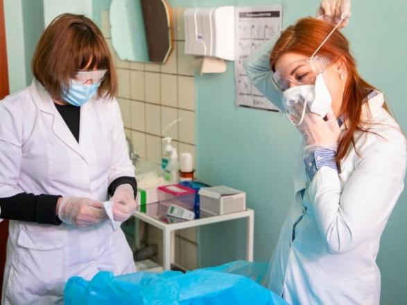 За сутки COVID-19 в Украине заболело 229 детей и 271 медик