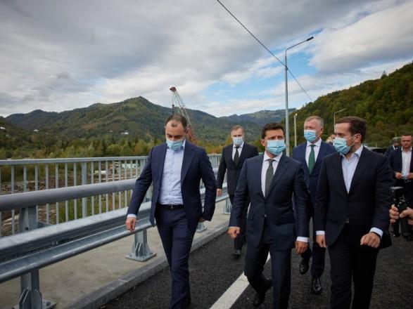 Зеленский пообещал достроить мост, названный в честь Софии Ротару