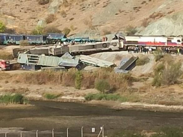 В столице Турции столкнулись грузовые поезда, есть погибшие