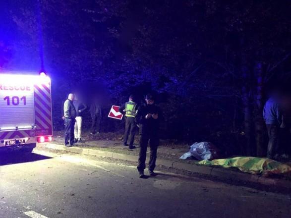 На Прикарпатье легковушка слетела с дороги в обрыв: два человека погибли, еще трое пострадали