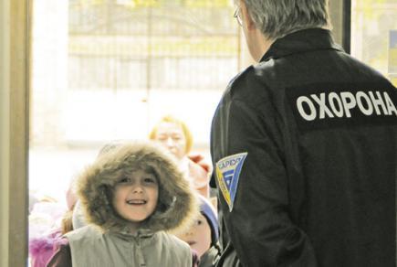 От Кличко уже два года требуют обеспечить охрану в школах - ее до сих пор оплачивают родители