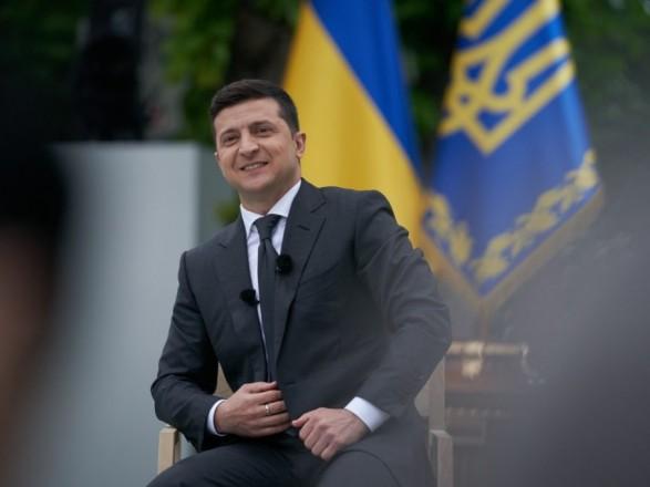 """""""Нужно ли пожизненное заключение за коррупцию"""": Зеленский объявил первый вопрос на опрос 25 октября"""