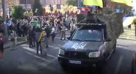В Киеве стартовал марш ко Дню защитника Украины
