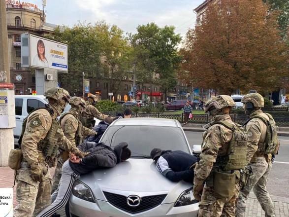 В Николаеве задержали группу вымогателей