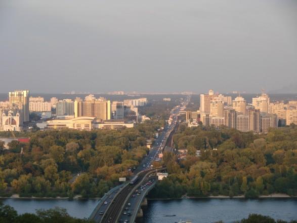 На одном из въездов в Киев ограничили движение