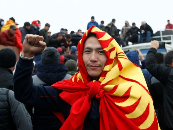 Ситуация в Кыргызстане: президент республики подал в отставку