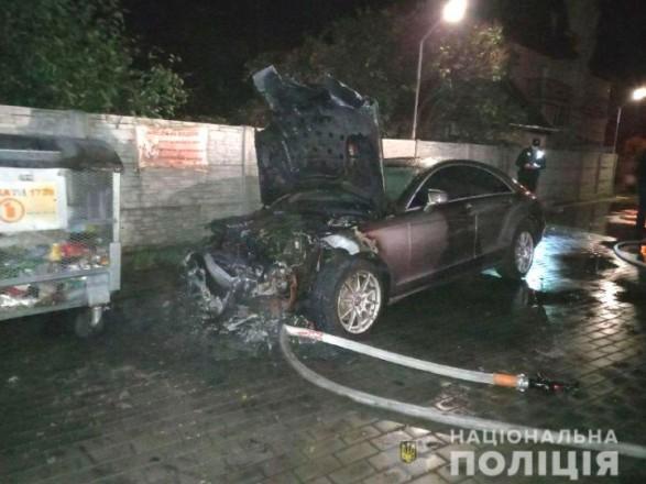 Кандидату в депутаты Ровенского облсовета подожгли Mercedes-Benz