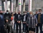 На Донеччині через плутанину з бюлетенями десятки людей зібрались на мітинг