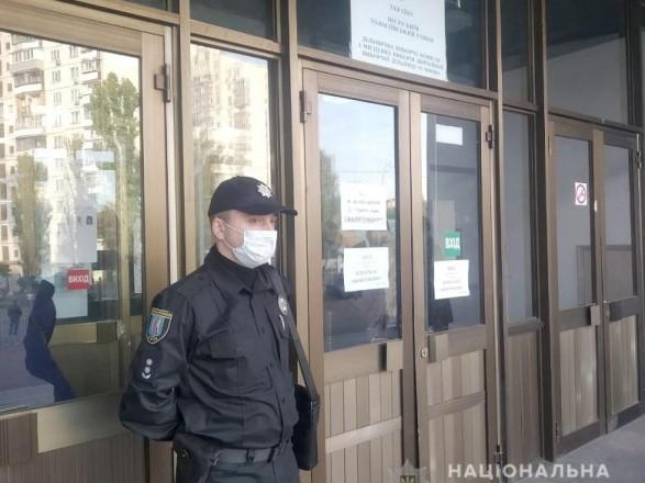 С ТИК в Виннице хотели выгнать наблюдателя, вызывали полицию