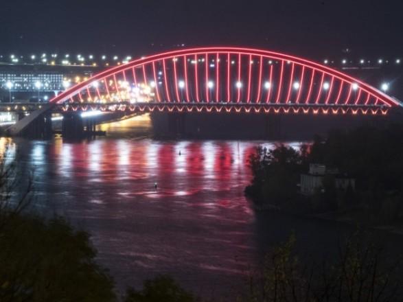Кличко показал, как еще осветили Подольско-Воскресенский мост