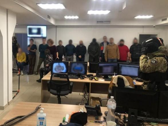 В Киеве ликвидировали ряд call-центров, в которых обманывали иностранцев