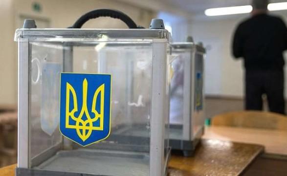 В Киевской области избиратель сфотографировал, а потом порвал бюллетень на куски