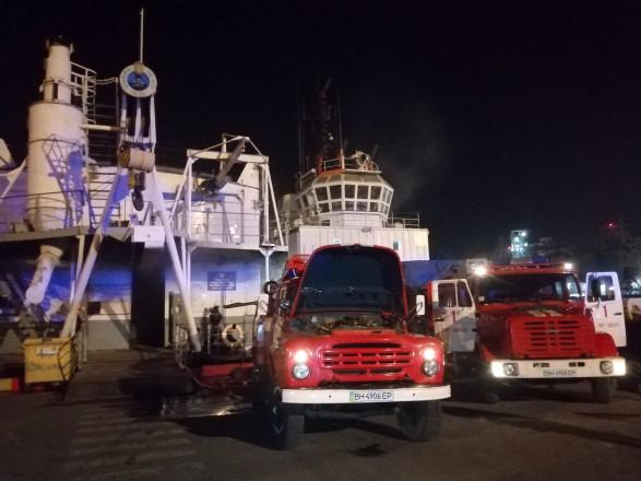 В Одесском морском порту горела понтонная мастерская