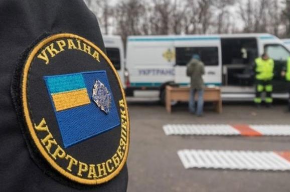 На Буковині затримали керівника управління Укртрансбезпеки за вимагання хабарів з перевізників