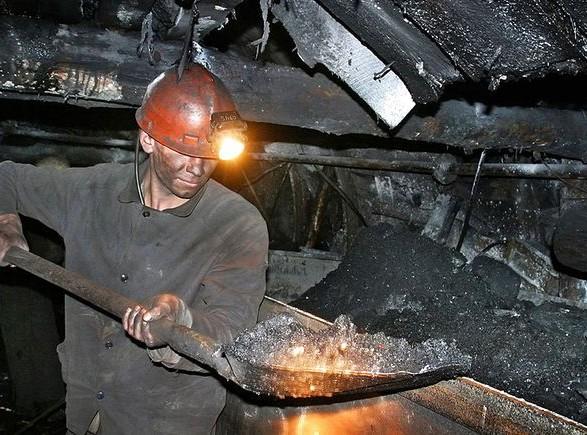 """ВР приняла законопроект о направлении средств для зарплат шахтерам и для """"ковидного фонда"""""""