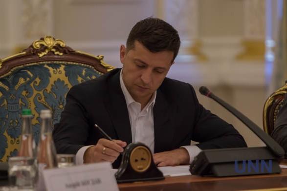 Зеленський підписав закон щодо оформлення іноземцям біометричних українських віз