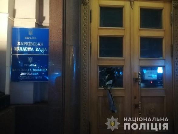 """Кричал """"Аллах Акбар"""" и бил стекла в Харьковской ОГА: полиция открыла дело"""