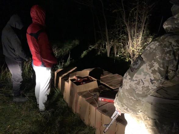 Четверо украинцев убегали от пограничников, имея с собой 7,5 тыс. пачек иностранных сигарет