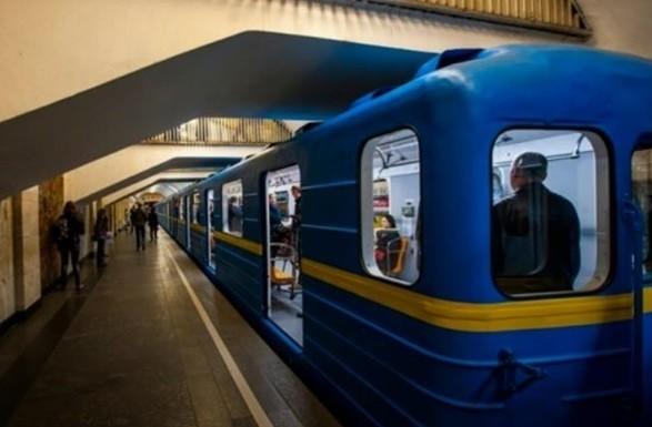 """Станцию метро """"Крещатик"""" закрыли из-за угрозы взрыва"""