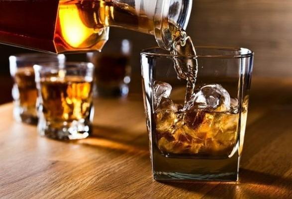 Почему в США сметают алкоголь с полок: названы причины
