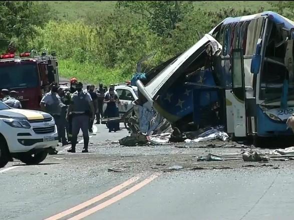 В Бразилии произошло масштабное ДТП с автобусом - по меньшей мере 41 человек погиб