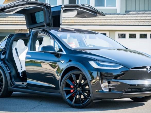 Tesla отзывает более 10 тыс. авто из-за дефектов