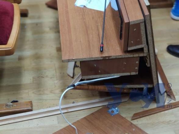 Дрались и ломали столы: после противостояний в Одесском облсовете нардепу понадобилась медпомощь