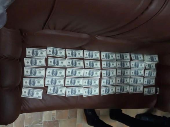 В Киеве нотариус погорел на взятке в 1,2 миллиона гривен