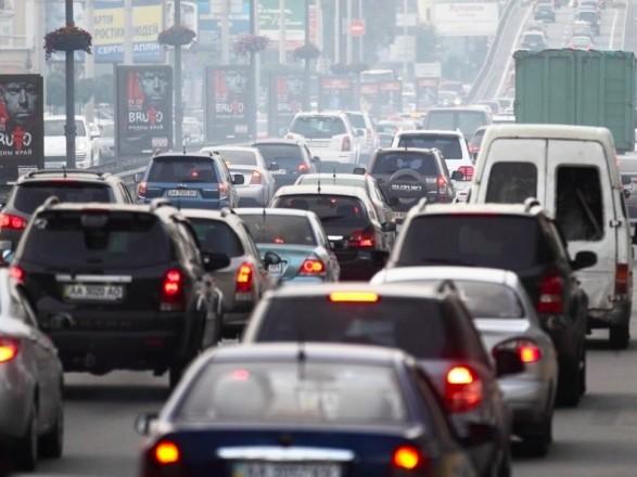 Утром на подъездах к центру Киева образовались пробки
