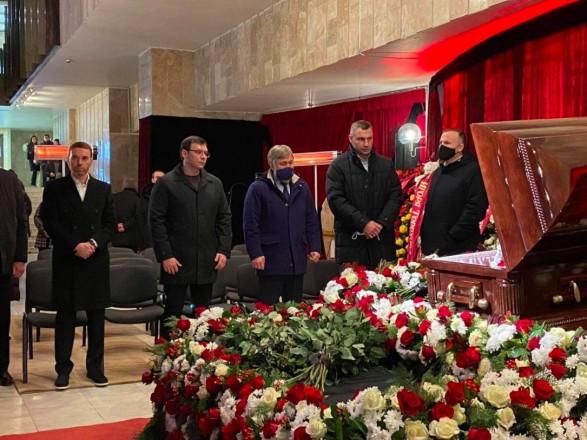 Похороны Кернеса: в Харькове отменили участие около полсотни военных городского гарнизона