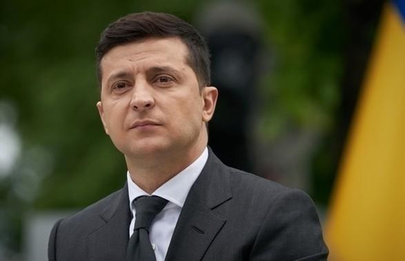 """Зеленский объяснил коррупцию в Украине тем, что люди """"слабые"""" к деньгам"""