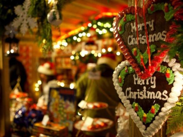 Шмыгаль и Разумков поздравили украинцев с католическим Рождеством: желают процветания стране и здоровья