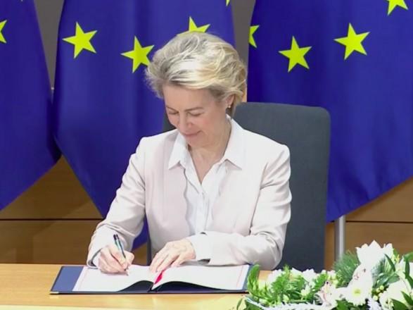 Завершающий аккорд Brexit: Евросоюз подписал торговое соглашение с Британией