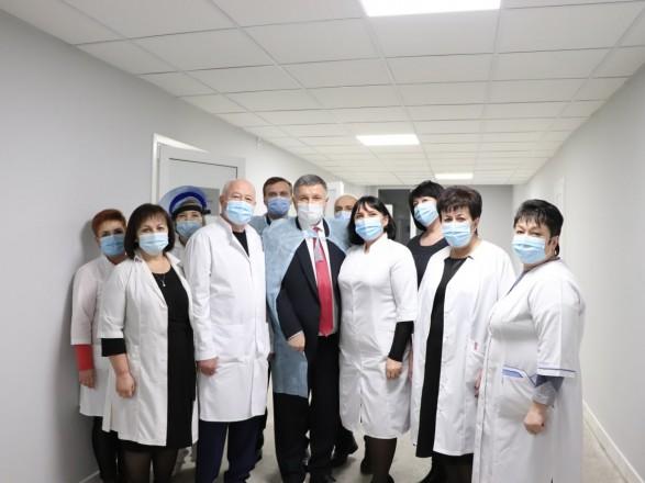Аваков проинспектировал работу харьковского медучреждения МВД, где будут делать тесты на COVID-19