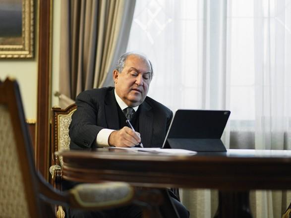 Пандемия: после операции в Лондоне COVID-19 заразился президент Армении