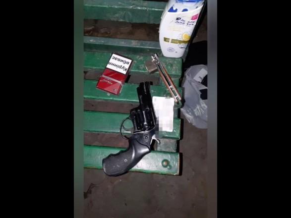 """В Запорожье мужчина """"из-за шампуня"""" устроил стрельбу в супермаркете"""