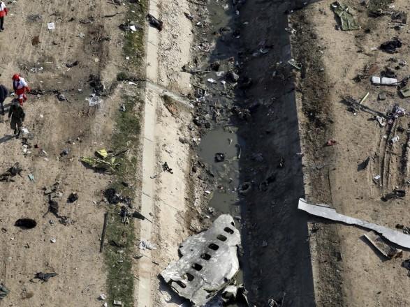 Катастрофа самолета МАУ: Украина начала исследования планшета, найденного на месте авиакатастрофы