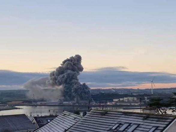 В главном порту Ирландии вспыхнул масштабный пожар