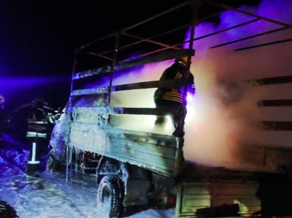 В Днепропетровской области во время движения загорелся грузовик