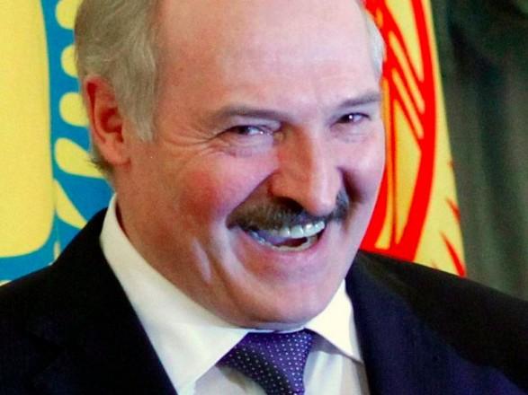 """Лукашенко пообещал Беларуси проект """"новой конституции"""" до конца 2021 года"""