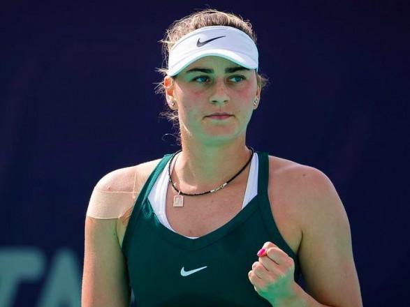 Разгромная победа вывела Костюк в четвертьфинал теннисного турнира в Абу-Даби