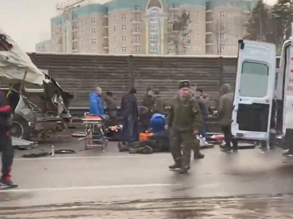 В Подмосковье самосвал протаранил колонну военных автобусов: есть погибшие
